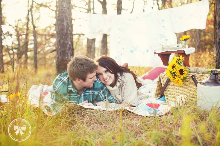 Vintage picnicPhotos Ideas, Picnics Ideas, Picnic Ideas, Fall Picnic Engagement, Fall Photoshoot, Autumn Picnics, Vintage Picnics, Fall Picnics, Photography Ideas