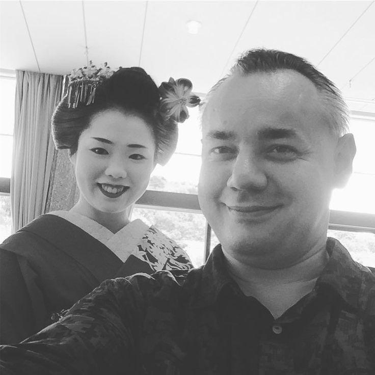 Доброе утро! Майко Абрикосовая мудрость шлет всем горячий камиситикэнский привет! Приезжайте к нам в Киото! #майко #гейша #гейши #Киото #япония #туроператор #чекаев #мидокоро #воскресенье #дзасики