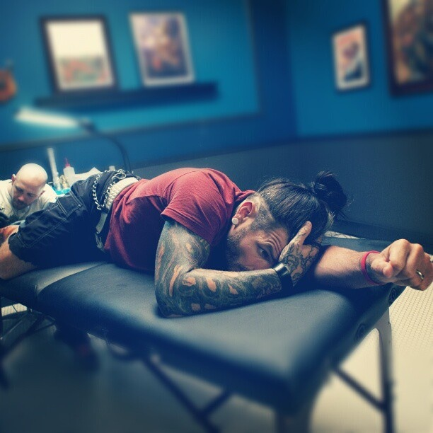 Jeff Hardy getting a tattoo on Ink Master Season 2