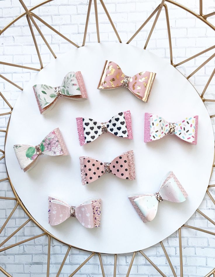 These girly stacked bows are perfect for Valentine's Day, and all all year.