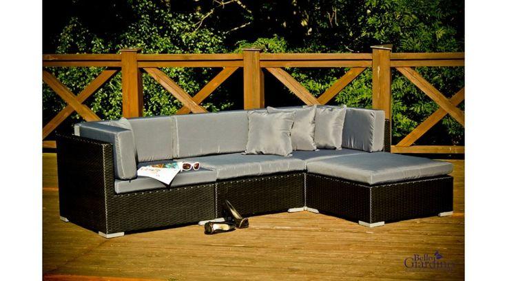 Ez az exkluzív Bello Giardino kerti bútor a kényelem és a tökéletes pihenés szinonímája. Rendkívül kényelmes, puha párnáival és modern dizájnjával a kert legvonzóbb pontja lehet. Elemes felépítése és könnyű alumínium váza könnyen