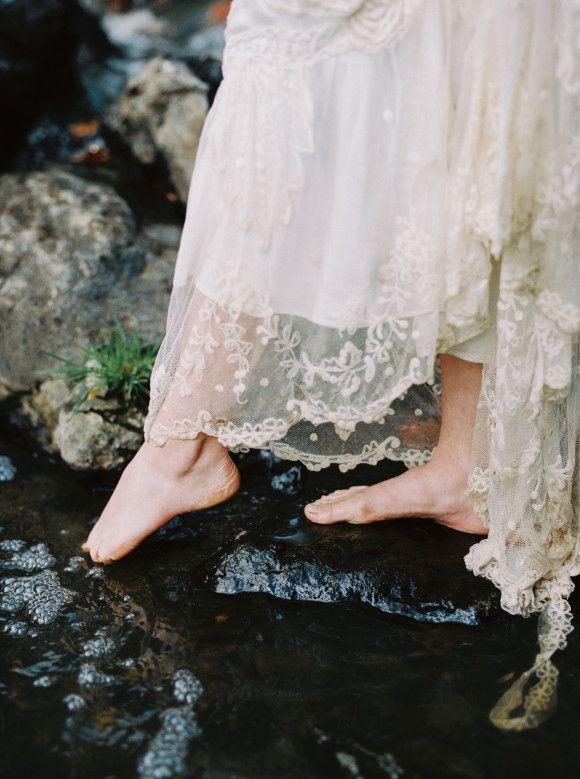 Moody Creekside Bridal Inspiration in Copper Tones | Wedding Sparrow | Mariel…