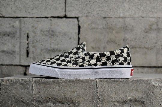 Vans Snoopy White   Black 721461 Vans Shoes 0747997cf