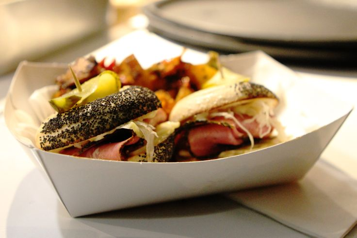 REUBEN CARTER MINI BAGELS - ROUND THE WAY FOOD TRUCK #minibagels #bagelsliders #bagels #reuben #reubensandwich #reubenbagels #pickles #foodtruck