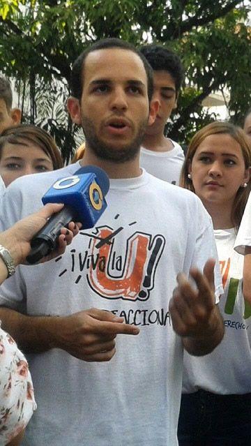 """Iglesias, el nuevo Presidente de la FCU-UCV, es estudiante de Ingeniería Química y era el candidato por Viva la U.""""Muevete"""" destaca en el segundo lugar con 4.454 votos.Sairan Rivas de Dignidad ..."""