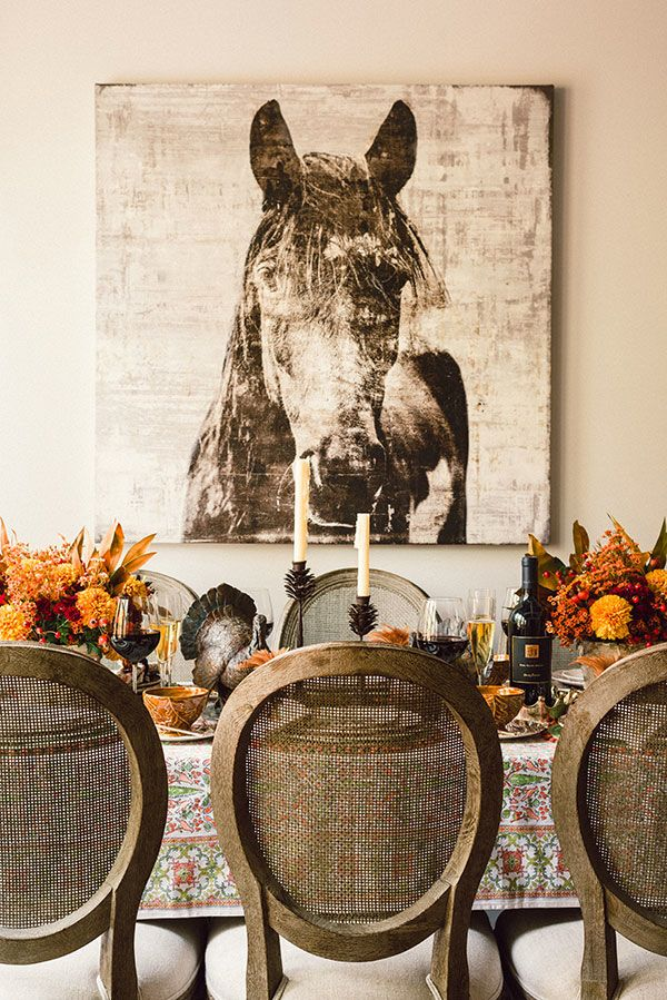 We'd like to have a family gathering in this beautiful autumnal dining room. Adore that horse picture!
