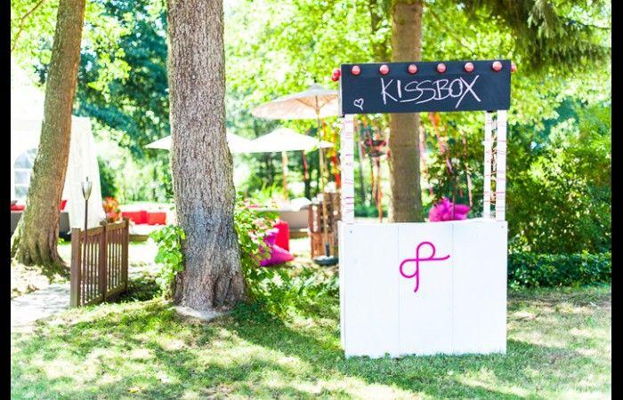 Na? Wer möchte in dieser romantischen Kiss-Box nicht sofort den Liebsten/die Liebste küssen? Foto: [blickfang] event design