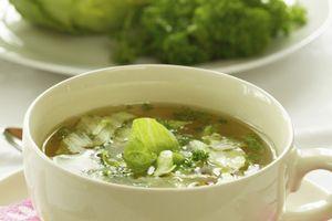 Soupe au chou vert : étonnamment savoureuse et totalement diététique