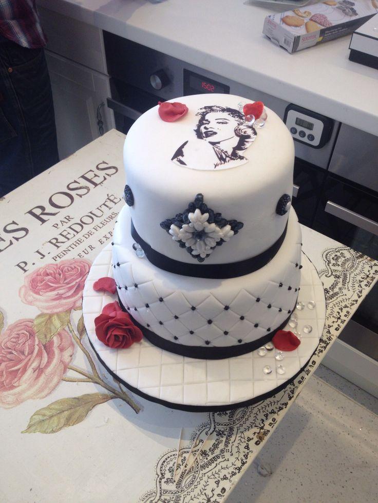 Marilyn Monroe cake, on black and white sugarpaste