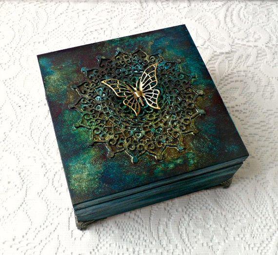 Gemengde media sieraden doos, mixed media thee vak, veranderde box, hand geschilderd vak, vlinder vak, multicolor box,