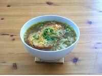 #bio #vegan #französisch #zwiebel #suppe #rezept #diy #homemade #hausgemacht  Eine Suppe mit viel Zwiebel, getostetem Weißbrot und der Käse, der sich so schön zog.  Viel Freude beim Nachkochen & Laß es Dir schmecken! Ella einfach vegan kochen - backen - essen und genießen in Wien