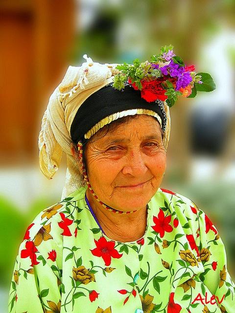 Mutluluk... ευτυχία... Happiness..., via Flickr. Çomakdağ köyü Milas'a yakın bir tepeye kurulmuş 300-400 haneli bir köy. Çomakdağ Kadınları başlarında karanfil takılı geleneksel kıyafetlerle dolaşıyor...     Çomakdağ is a settlement of 304 houses on a mountain slope on the Didim – Milas / Turkey road. The village is famous with local women's flowered beadscarves and the tradition ...