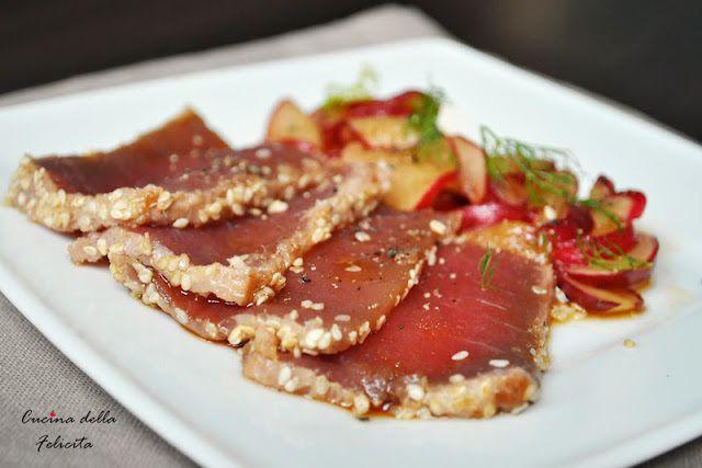 Carpaccio z tuńczyka z marynowanymi rzodkiewkami   Cucina della felicita