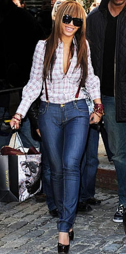Look of the Day › April 12, 2009 Beyonce paired a plaid Dsquared2 shirt with skinny dark-denim jeans for a Manhattan meal with husband Jay-Z. The stylish superstar accessorized with trendy suspenders, oversized Grey Ant sunglasses and burgundy bead bracelets.