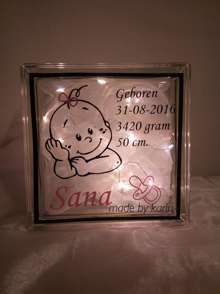 Baby op glasblok