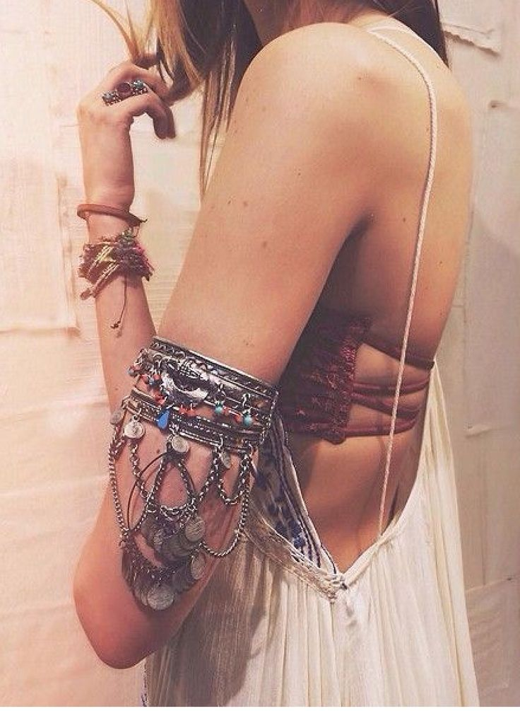 OMG I need this. Free People Stretch Upper Arm Band <3