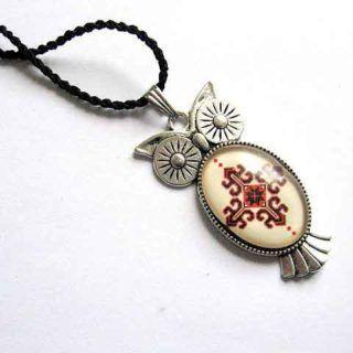 Colier şnur rasucit şi pandantiv bufniţă din argint tibetan, pandantivul are motiv tradiţional Românesc ca design. Twisted #string #necklace and Tibetan silver #owl #pendant, the pendant has a #traditional #Romanian #design #motif. 올빼미 #펜던트 #목걸이 #트위스트 #코드와 #티베트어 #실버, #펜던트 왜 #루마니아어 #전통적인 #디자인입니다. https://handmade.luxdesign28.ro/produs/colier-si-pandantiv-bufnita-argint-tibetan-si-snur-rasucit-28794/