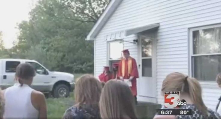 School Cancels 8th Grader's Faith-Based Graduation Speech, Neighbor Offers Yard Instead