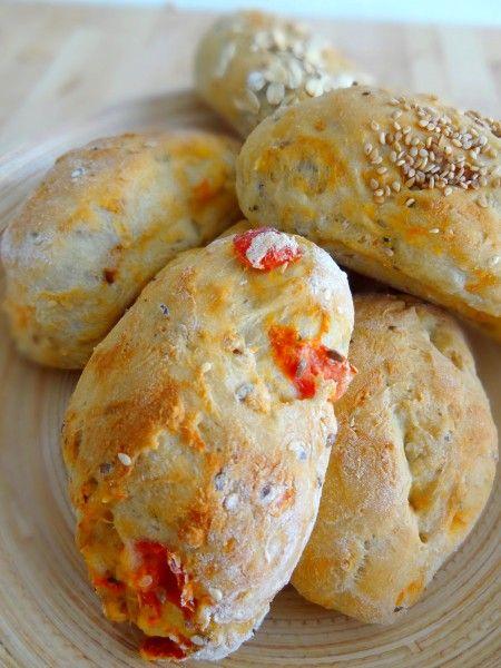 Petits pains à la tomate et au basilic