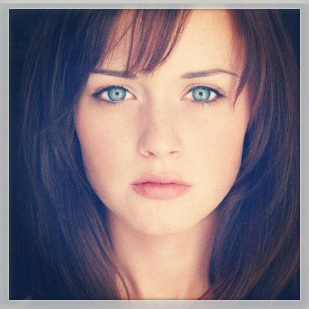 Alexis Bledel Wants Anastasia Steele Role (http://au.ibtimes.com/articles/459662/20130422/fifty-shades-grey-anastasia-steele-alexis-bledel.htm#.UXWd5b_LUUU)