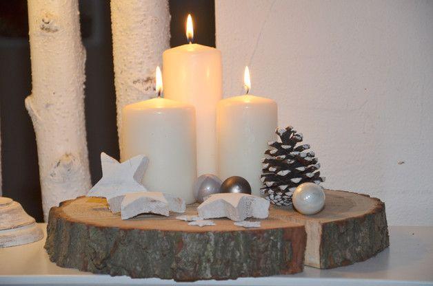 Adventskranz auf einer Baumscheibe, Weihnachtsdekoration / advent wreath on a trunk, christmas decoration by Majalino via DaWanda.com