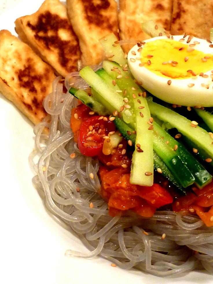 Bibim naengmyeon / 비빔물냉면 / Spicy cold Korean noodles