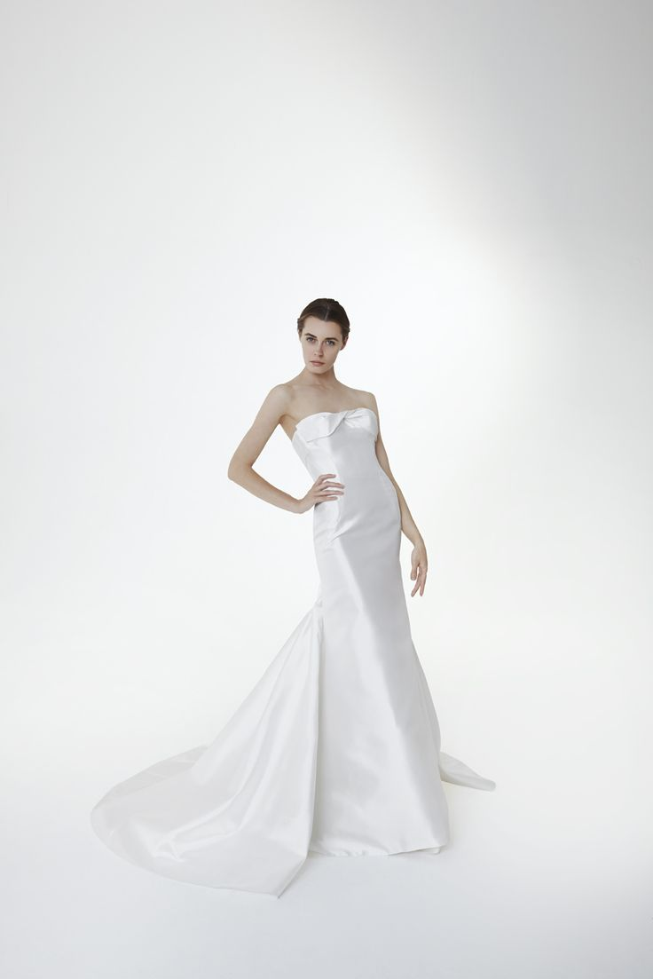Style SCARLETT: Mermaid gown in silk magnolia with twist at the neckline