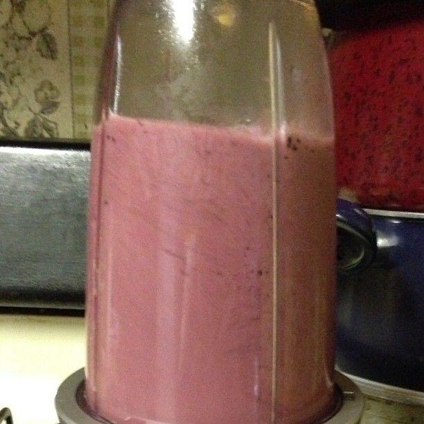 This morning's juice: green tea, pear, blueberry, pineapple, and banana. #nutribullet #nutriblast