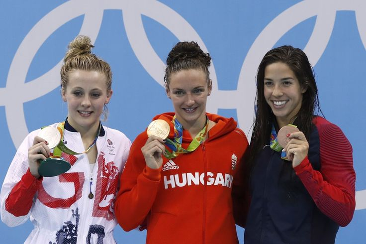 """Hungary's Katinka Hosszu (C) poses on the podium with silver medallist Britain's Siobhan-Marie O'Connor (L) and bronze medallist USA's Madeline """"Maya"""" Dirado after she won the Women's 200m Individual Medley Final during the swimming event at the Rio 2016 Olympic Games at the Olympic Aquatics Stadium in Rio de Janeiro on August 9, 2016. / AFP / Odd ANDERSEN"""