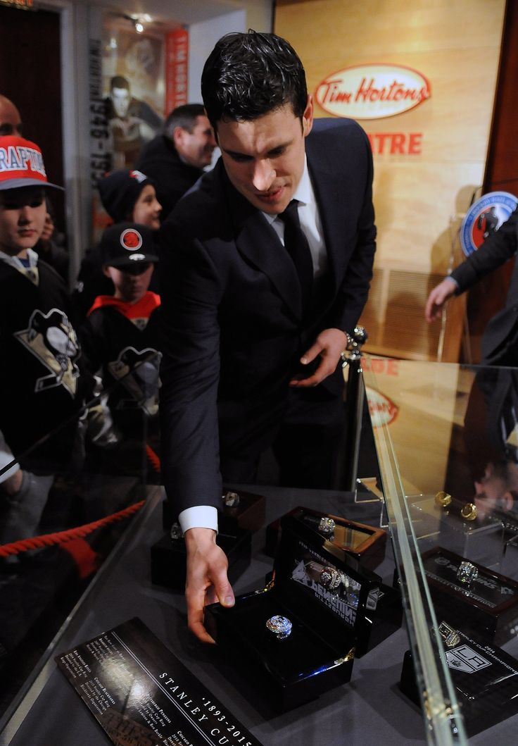 Sidney Crosby places a Penguins Stanley Cup ring into a display case in the Hockey Hall of Fame