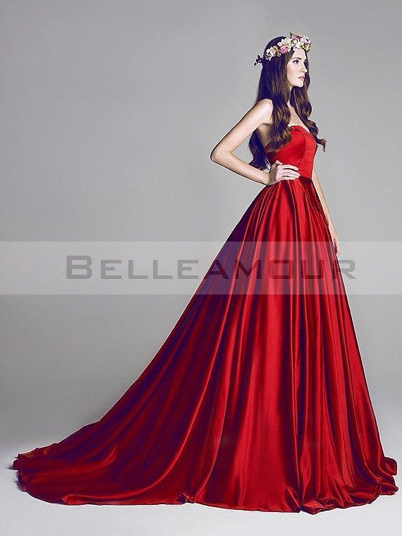 Robe de Mariée Rouge Simple Longue Satin Décolleté Coeur Traîne Chapelle