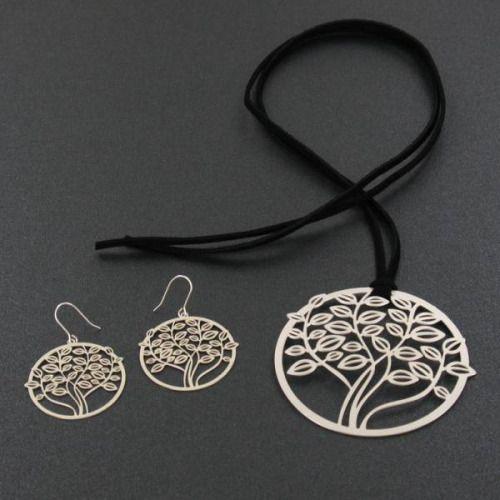 Colgante de latón con baño de plata con la forma del árbol de la vida. Pendientes a conjunto. #collares #latón #bañodeplata #platadeley #árbol #árboles #árbol de la vida