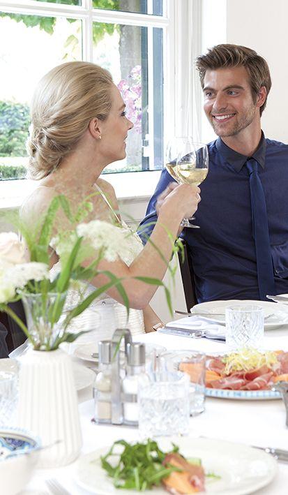 Proosten op de liefde tijdens dit culinaire bruiloftsdiner bij Mereveld. Droom vast even weg naar júllie trouwdag. #Mereveld Utrecht in TOP 5 populairste trouwlocaties van Nederland!