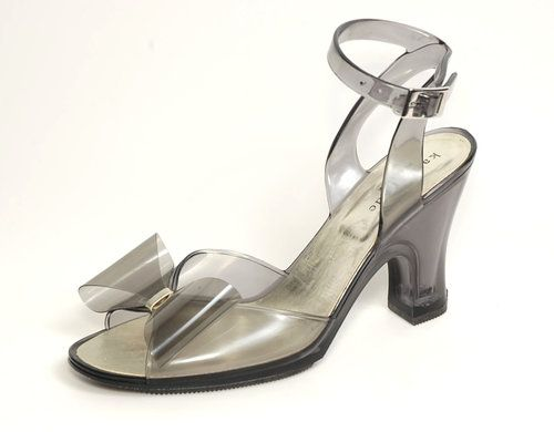 **SOLD**   New!! ~KATE SPADE~ Retro Clear Gray Jellies/Rubber/Vinyl Bow-Tie Sandals/Heels 9 - $79