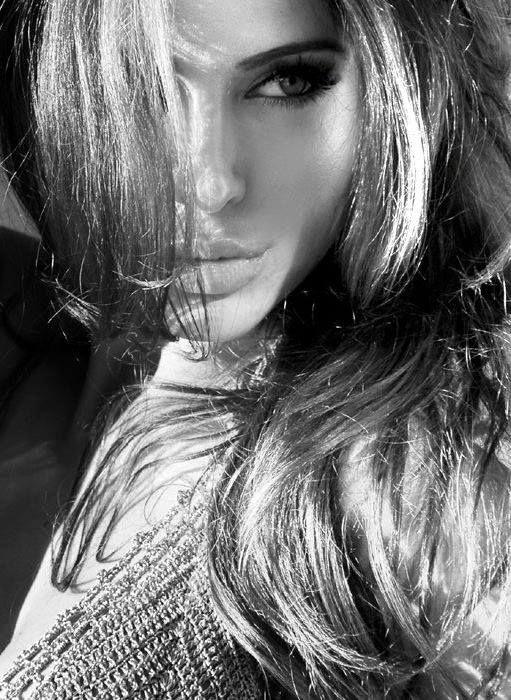 Angelina Jolie www.glamonyou.com