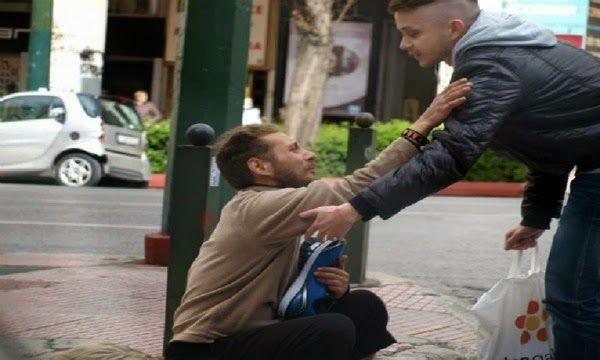TITOLI NEWS PAGE: Regala scarpe al senzatetto così il gesto diventa ...