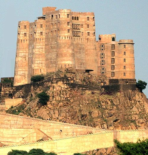 Alila Fort Bishangarh, near Jaipur, Rajasthan, India  http://www.castlesandmanorhouses.com/photos.htm  Positioned on a granite hill in the Aravalli Mountain range, the site is owned by Maharaja Rao Rajendra Singh, and has been in his family since the 14th century.