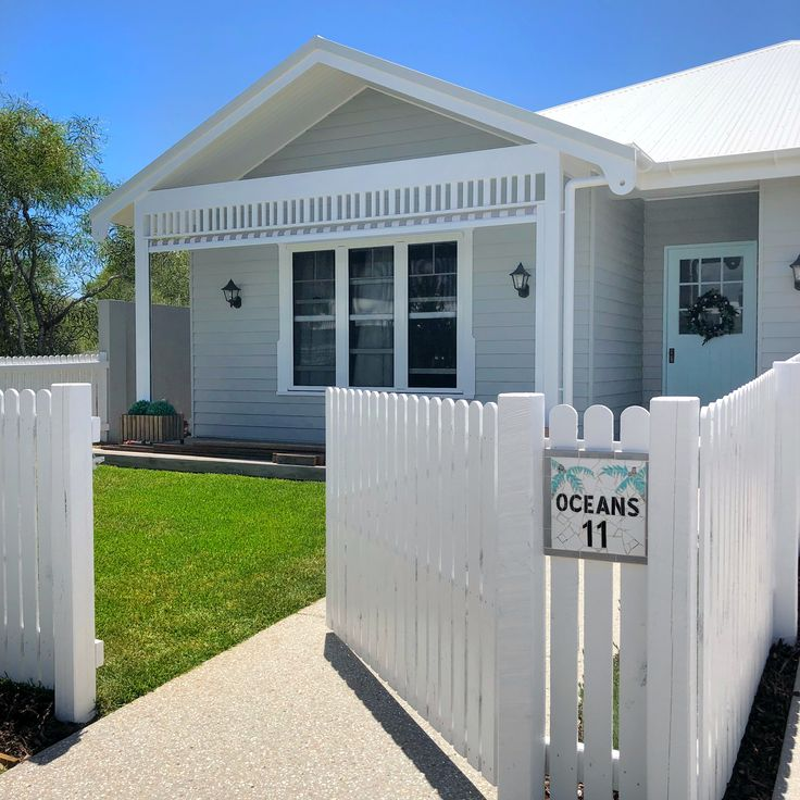 White picket fence and a cool name plaque completes the beach house!@the_beach_lounge