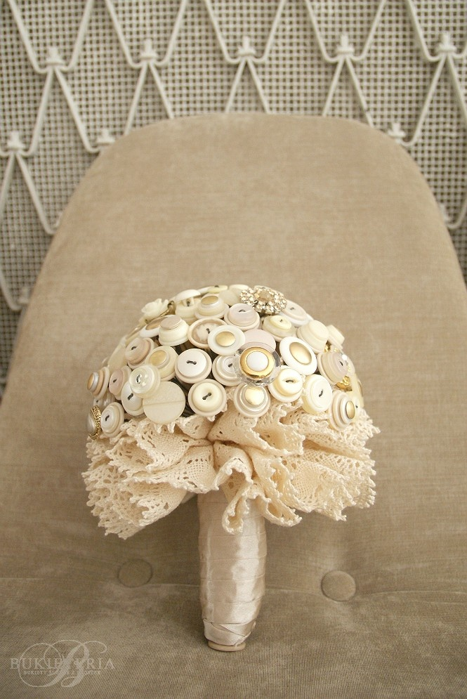 Bukieteria button & brooch bouquet