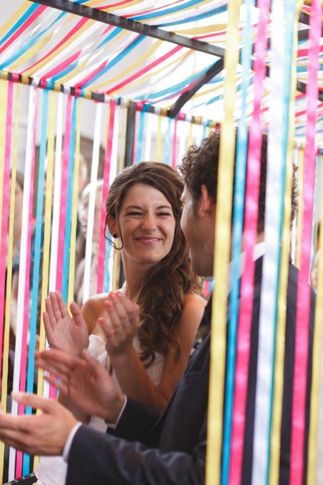 Lintjes, je kunt er een heleboel mee! Probeer het eens als decoratie op jouw bruiloft! Zoals op deze mooie foto.