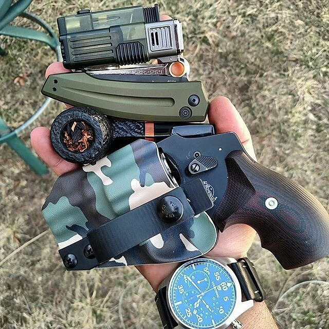 From @everydaydump 70 in NH today it's a good day.. @alexandryandesign revolver holster @smithandwesson_fanatics 442 @dagnerpipes @kershawknives @hardingwatches