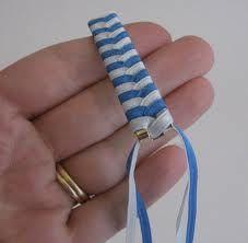 ribbon weaving patterns - Google Search http://www.cindyderosier.com/2011/08/ribbon-barrette-tutorial.html http://www.cindyderosier.com/2011/07/crafts-of-my-childhood-ribbon-barrettes.html