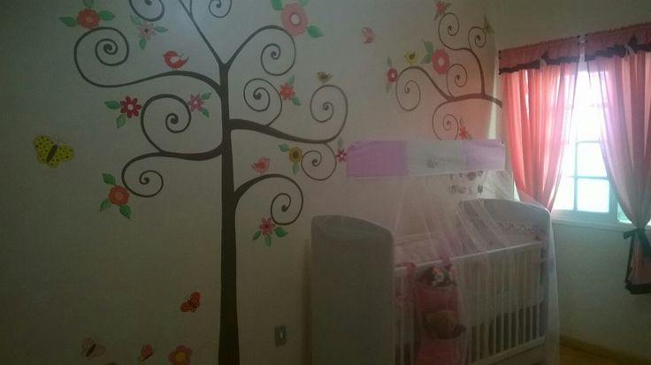 Decoração quarto de menina,  cortinas, móbile de berço, nichos, porta produtos de higiene, porta bichinhos no berço, quadro de porta, lata com flores, pintura na parede!