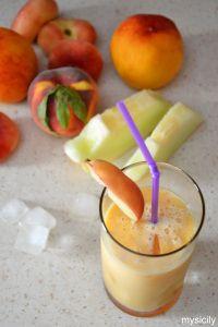 Almond milk - Fruit Smoothie (Frullato di pesche, melone e latte di mandorle)