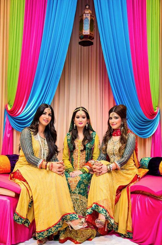 Desi Weddings - Lovely Mendhi background and their clothes? Hai, maar dala!