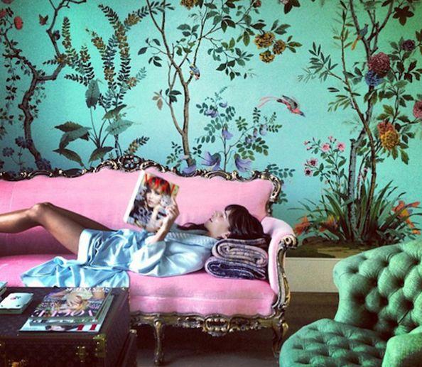 Love this entire room #wallpaper #sofa