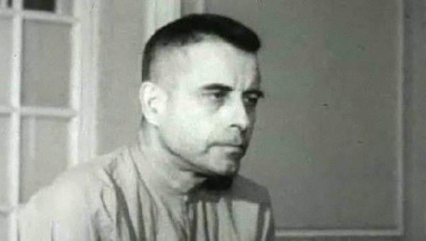 Jeremiah Denton, un pilot cu grad de comandant al Marinei americane in timpul razboiului din Vietnam, decolase cu bombariderul sau de pe portavionul USS Independence, cand a fost doborat de vietnamezi, pe 18 iulie 1965. La momentul prabusirii, Denton conducea un atac impotriva unei ...