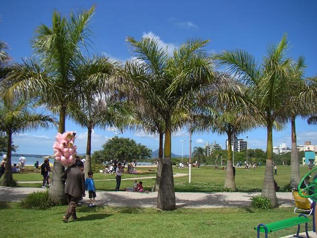 Você pode ser o mais novo morador do acolhedor bairro Coqueiros. No local privilegiado pelos parques e adornado pelo mar está um dos apartamentos comercializados pela equipe da Mudar. http://mudar.vc/blog/?p=1622