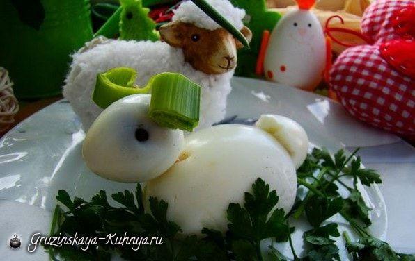 Пасхальная овечка из вареных яиц