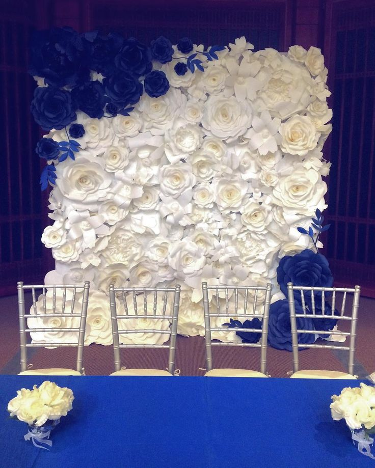 Loving the royal blue in today's wedding ceremony  #paperflowers…